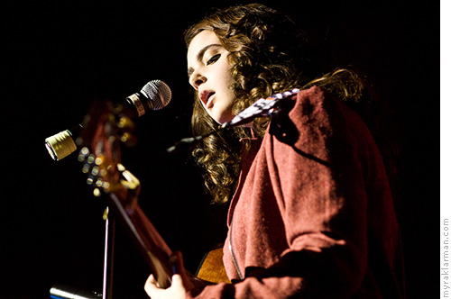 FutureStars 2008 | Top-5 finisher Amelia Franceschi melted hearts with her rendition of the Beatles' Blackbird.