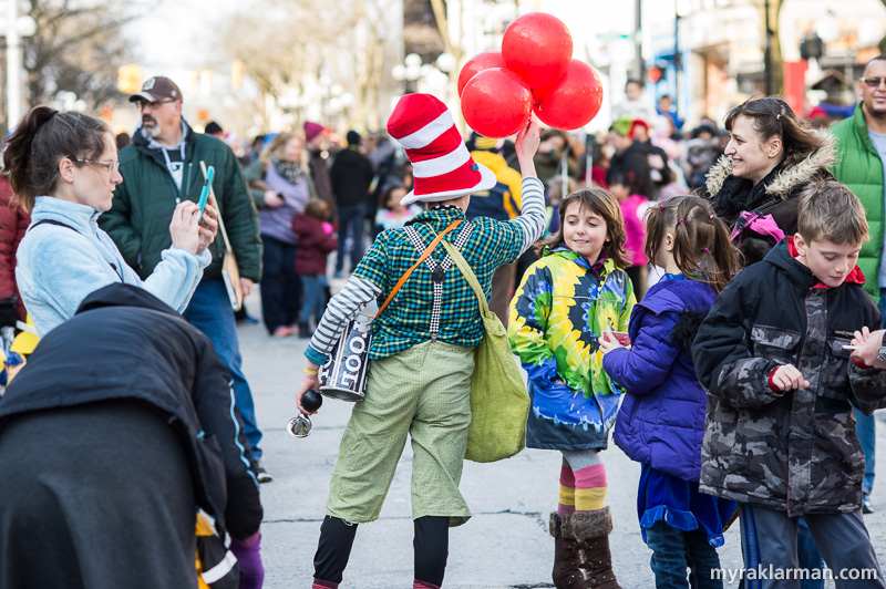 FestiFools 2016 | When I first saw this scene, I thought Max was giving the balloons to the young lady. But actually the young lady was giving the balloons to Max.