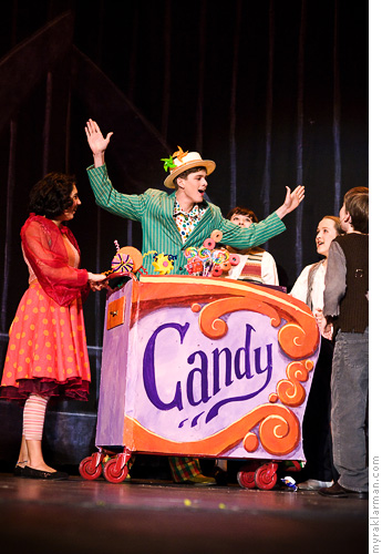 Pioneer Theatre Guild: Willy Wonka | Mr. and Mrs. Candyman (Daniel Mozurkewich and Sonya Major) can.