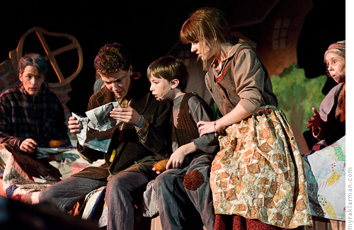 Pioneer Theatre Guild: WillyWonka | The poor Bucket family reads about the golden tickets in yesterday's newspaper. (l-r: Sam Hubbard, Robby Eisentrout, Milo Tucker-Meyer, Hannah Overhiser, Monica Baker)